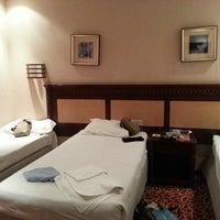 Photo taken at Hotel Al-Olayan Al-Khalil by Bandung W. on 1/7/2014