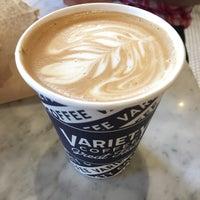 Foto tirada no(a) Variety Coffee Roasters por natalie k. em 7/4/2017