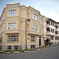 4/16/2015 tarihinde Sari Konak Hotel, Istanbulziyaretçi tarafından Sari Konak Hotel, Istanbul'de çekilen fotoğraf