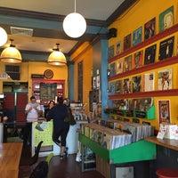 Foto scattata a Songbyrd Record Cafe da Whitney T. il 5/20/2016