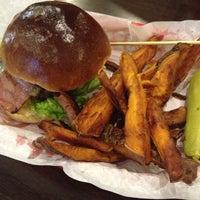 Foto scattata a Red Iron Burgers da Neil B. il 5/3/2013