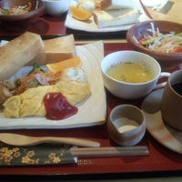 Photo taken at 町屋カフェ 太郎茶屋鎌倉 by Hiro S. on 1/26/2014