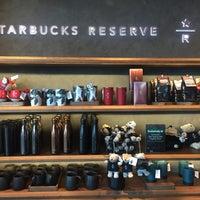 Photo prise au Starbucks par Ply K. le12/23/2017