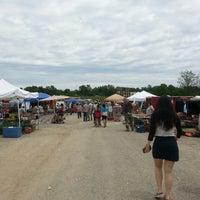 รูปภาพถ่ายที่ World's Awesome Flea Market โดย Renee Y. เมื่อ 5/25/2014