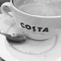 Photo taken at Costa Coffee by Fritz-Joël M. on 9/30/2012