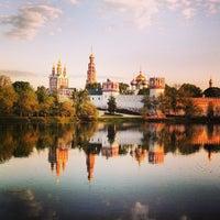 5/14/2013 tarihinde Igor P.ziyaretçi tarafından Novodevichy Park'de çekilen fotoğraf