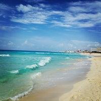 Foto tomada en Playa Chac Mool por Igor P. el 7/10/2013