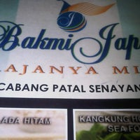 Photo taken at Bakmi Japos, Patal Senayan by tri M. on 4/19/2013