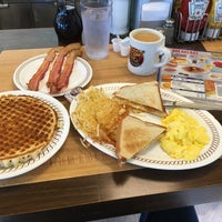 Photo taken at Waffle House by Rhotan v. on 10/4/2017