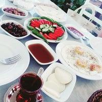 Photo taken at Anadolu Yer Sofrasi by Özkan Ç. on 7/18/2015