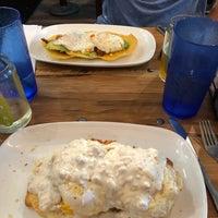 Foto tomada en Folk Art Restaurant por Alyssa S. el 7/28/2018