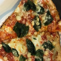 10/22/2018에 Jimmy L.님이 Champion Pizza - Ludlow에서 찍은 사진