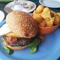 Photo prise au Hamburger Mary's par Margaret P. le5/5/2013