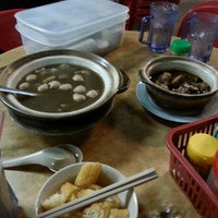 Photo taken at Man Li Hiong Bak Kut Teh 萬里香肉骨恭茶 by flavia n. on 8/6/2015