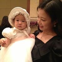 Photo taken at 롯데호텔 에메랄드룸 by Hye Min H. on 12/16/2012