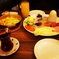 1/13/2013 tarihinde Emel C.ziyaretçi tarafından Baal Cafe & Breakfast'de çekilen fotoğraf