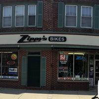 Снимок сделан в Zippy's Bike пользователем Robert K. 4/2/2016