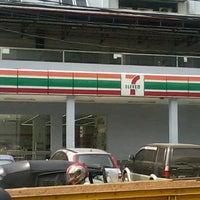 Photo taken at 7-Eleven by Kurdi L. on 9/12/2013