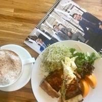 6/4/2018 tarihinde Alinochka S.ziyaretçi tarafından Rosallie French Cafe'de çekilen fotoğraf