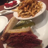Photo taken at Reuben's Restaurant Delicatessen by Amy H. on 8/6/2016