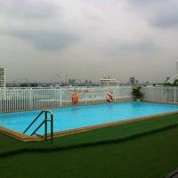 Photo taken at Bangkok Cha-da Hotel by Mkikapu L. on 6/11/2013