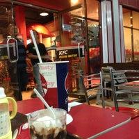 รูปภาพถ่ายที่ KFC โดย Moezart J. เมื่อ 8/9/2013