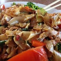 รูปภาพถ่ายที่ Original Thai BBQ โดย Ohmar G. เมื่อ 3/21/2013