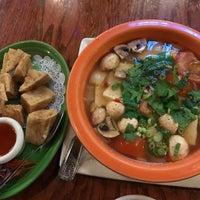 รูปภาพถ่ายที่ Noppakao Thai Restaurant โดย Joe M. เมื่อ 4/2/2017