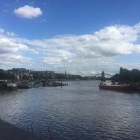 Das Foto wurde bei Thames Path von Işıl Ü. am 8/12/2017 aufgenommen