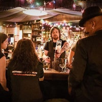 4/14/2016 tarihinde Find. Eat. Drink.ziyaretçi tarafından Holiday Cocktail Lounge'de çekilen fotoğraf
