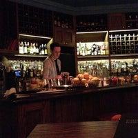 10/6/2012 tarihinde Find. Eat. Drink.ziyaretçi tarafından Pouring Ribbons'de çekilen fotoğraf