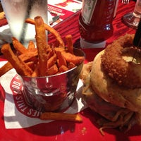 Photo taken at Red Robin Gourmet Burgers by Joe Y. on 7/20/2013