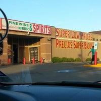 Foto tirada no(a) Beverage Depot por Caramels' D. em 5/5/2013