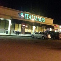 Photo prise au Italiano's Restaurant par Caramels' D. le9/14/2013