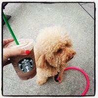 Das Foto wurde bei Starbucks von Kate I. am 4/30/2013 aufgenommen