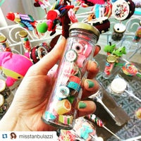Foto tomada en Büyükada Şekercisi Candy Island Cafe Patisserie por Büyükada Şekercisi C. el 12/30/2015