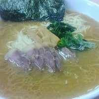 Photo taken at 横浜ラーメン味濱家 by むねにく on 5/16/2015