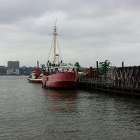 Снимок сделан в Lightship Frying Pan @ Pier 66 Maritime пользователем Trishia O. 7/13/2013
