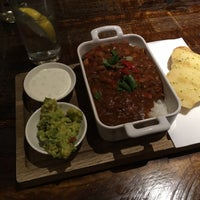 Photo taken at Royal Oak (Beefeater) by Tom R. on 6/11/2016