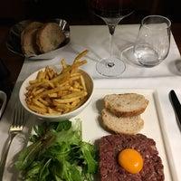 Photo taken at Tiffany Hôtel by Giacson on 10/13/2016