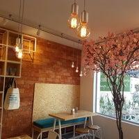 Foto tirada no(a) Holy Nuts Café por Gabriel A. em 8/25/2017