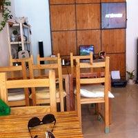 Photo taken at Attimaru Coffee Lab by Gaechin J. on 10/12/2013