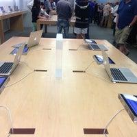 Photo taken at Apple Florida Mall by Flavio V. on 3/29/2013