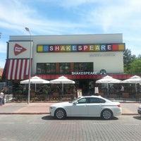 5/31/2013 tarihinde Zafer Y.ziyaretçi tarafından Shakespeare Coffee & Bistro'de çekilen fotoğraf