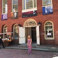 Das Foto wurde bei Old Town Hall in Salem von Melly am 7/30/2017 aufgenommen