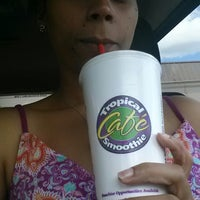 Photo taken at Tropical Smoothie Cafe by NiNi G. on 8/26/2013