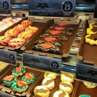 Photo taken at Mister Donut by Muaychon on 3/27/2016