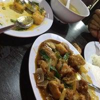 Photo taken at Haji Sharin Low Seafood Restaurant by Faqrur R. on 4/30/2015