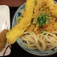 Photo taken at 丸亀製麺 宮崎住吉店 by tetsuo i. on 9/11/2014