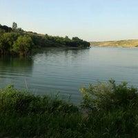 Photo taken at sultansuyu baraji Gölpinar Köyü by Selçuk R. on 6/3/2016